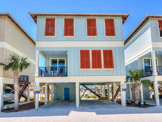 Gorgeous NEW home! PETS ok! Walk to BEACH. Near Hangout! POOL, Balcony, Grill!