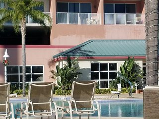.1 BD 2 BTHS SUITE 15 FL LAKE & POOL VIEW .ACCOUNTANT SPEC $95N FIREWORK 9:30