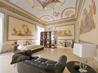 Luxury 3 BR 3 BA Historic Villa in Tuscany
