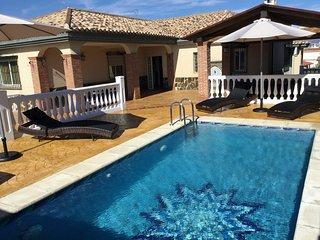 Villa vacacional de relax,pergola,barbacoa,golf,ski,montaña,playa,historia,shopi