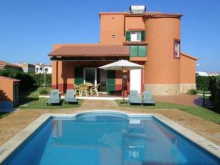 Villa con piscina  privada para 6 personas,WIFI,cerca de la playa .