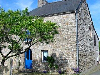 charmante maison typiquement bretonne aux portes de Dinan a 12 km de la mer