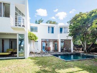 Villa moderne avec acces privee a la plage