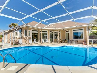 Light-filled home with a private pool - close to the beach and Big Lagoon park!