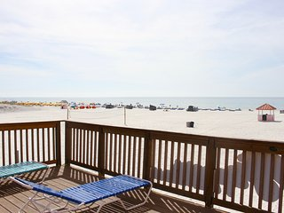3 x POOL/GULF VIEW UNITS FOR 12 GUESTS! PRIVATE BEACH, LARGE POOL, TIKI-BAR!