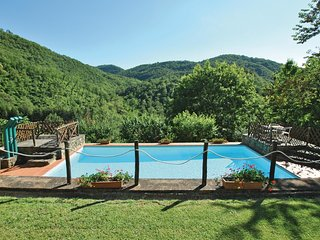 3 bedroom Villa in Molin Nuovo, Tuscany, Italy : ref 5540152