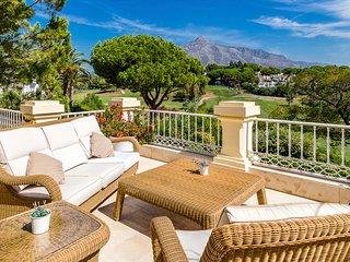 Nueva Andalucia Villa Sleeps 12 with Pool and Air Con - 5585843
