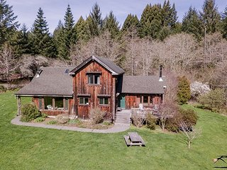 Fieldbrook Family Farmhouse – Beautiful Country Home