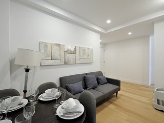 Fully equipped, modern 3 Bed in the hub of Midtown East. Near Chrysler Building!