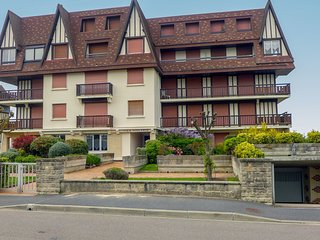 1 bedroom Apartment in Cabourg, Normandy, France : ref 5565842