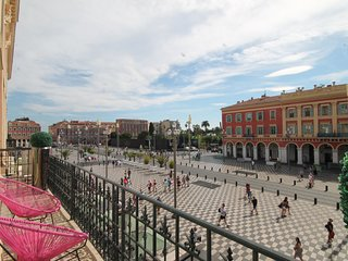 Grand appartement ***** place MASSENA avec parking