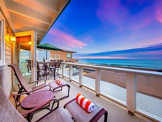 20% OFF DEC+NYE OPEN! Island Style Beach Home on Sand w/ Amazing Ocean Views
