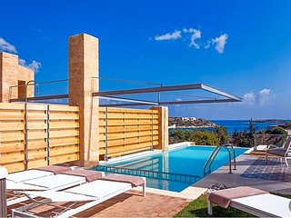 Loutraki Villa Sleeps 6 with Pool Air Con and WiFi - 5433474