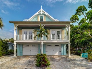 Custom luxury built home w/ private pool, ocean views, & roof balcony - Dogs OK!