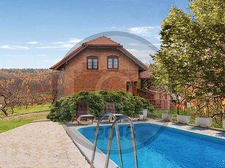 3 bedroom Villa in Našice, Osječko-Baranjska Županija, Croatia : ref 5585683