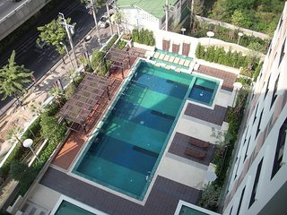 Apartment 1.1 km from the center of Bangkok with Internet, Air conditioning, Lif