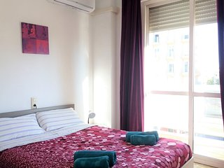 Central Flat next to the Guadalquivir, for 8, with balcony