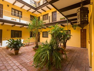 In Seville Centre: Andalusian Corral Building, Quiet, Private Parking