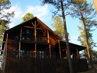 Twin Bears Lodge (Sleeps 14, Bunk Room, Pool Table, Hot Tub, Gaming, Decks)