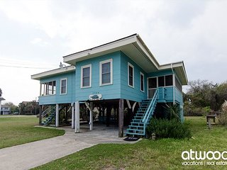 The Sea Turtle - Classic 4BR Beach Cottage; Pet Friendly & Easy Beach Access