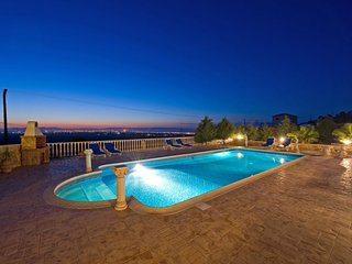 Panorama Luxury Villa, Free Wifi, Private Pool, Amazing Views, Table Tennis, Gym