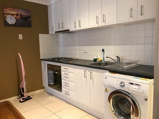 Centrally located apartment, close to shopping center/restaurants - free WIFI