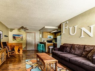 Lovely condo one block from Giant Steps Ski Lodge w/ shared hot tub, mtn views