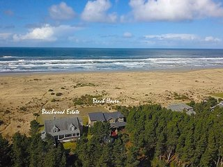 Off Season Specials*Spectacular 5BD Beach Front Home|Game Rm, Hot Tub,Wi-Fi