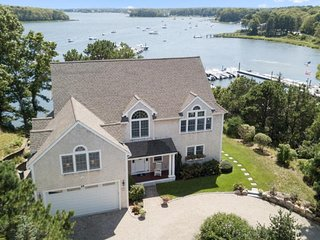 EXQUISITE SALTWATERFRONT WITH DOCK! 136871