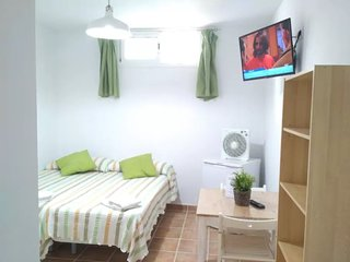 Private bedroom with private bathroom + wifi + terrace, 700m beach. B2