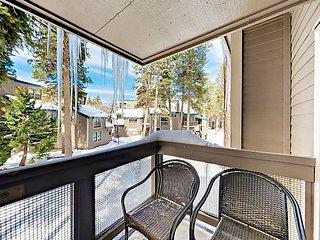 Lakeland Village 4BR w/ Beach, Pool, Hot Tub & Gym