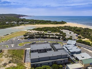 Anglesea Beach Holidays - Luxury across from beach Sleeps up to 12.
