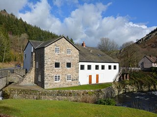 42582 House situated in Llangollen (4mls S)