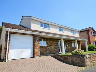 51604 House situated in Bude