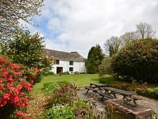 TRELE House situated in St Keverne (2mls W)