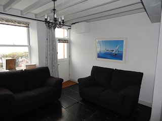 Bron y Craig, Cosy Sea fronted 2 Bedroom Cottage