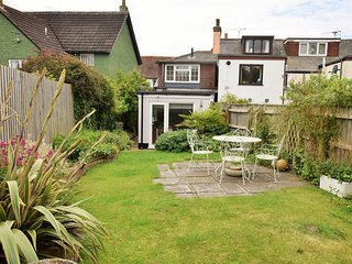49890 Cottage situated in Lymington (3mls SW)