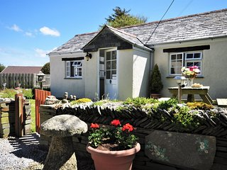 HAWTH Cottage situated in Crackington Haven (1ml SE)