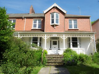 52585 House situated in Combe Martin
