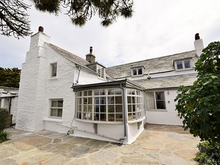 TOLBO House situated in Tintagel (1ml NE)