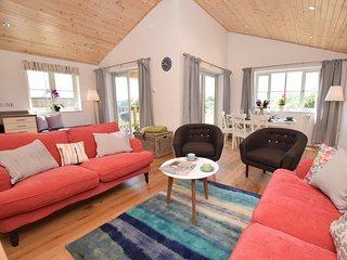 43079 Log Cabin situated in Padstow (6mls S)