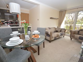 43688 Apartment situated in Newquay