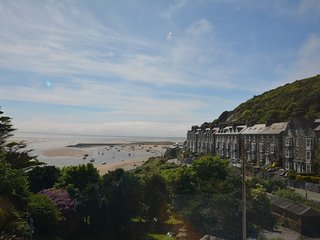 54695 Apartment situated in Barmouth