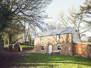 42837 Cottage situated in Chepstow (6mls NW)