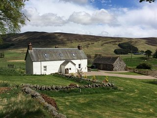 37440 Cottage situated in Kirriemuir (8.5mls N)