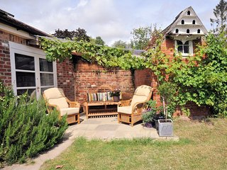 STOMI Cottage situated in Blandford Forum (3.5mls N)