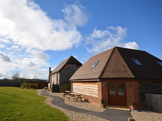 CRANE Cottage situated in Wimborne (7mls N)