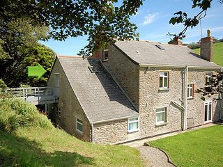 STONR Cottage situated in Whitsand Bay