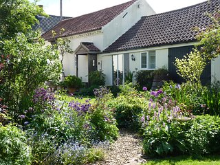 37016 Cottage situated in Reepham (2.5mls)