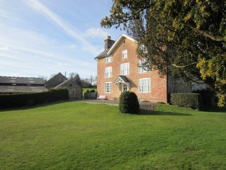 42962 House situated in Hay-on-Wye (13mls NE)
